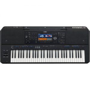 Yamaha PSR SX700 Digital Arranger at Gear 4 Music Image