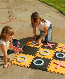 Garden Noughts and Crosses Game